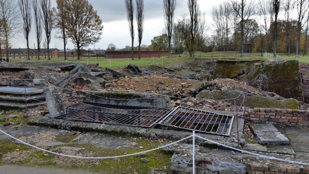 auschwitz-ruins