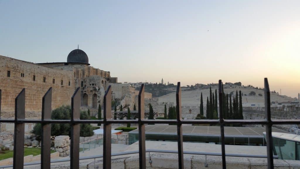 kehilla-beyond-gate